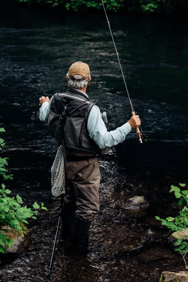 Sådan vælger du det rigtige fiskegrej til rejsen