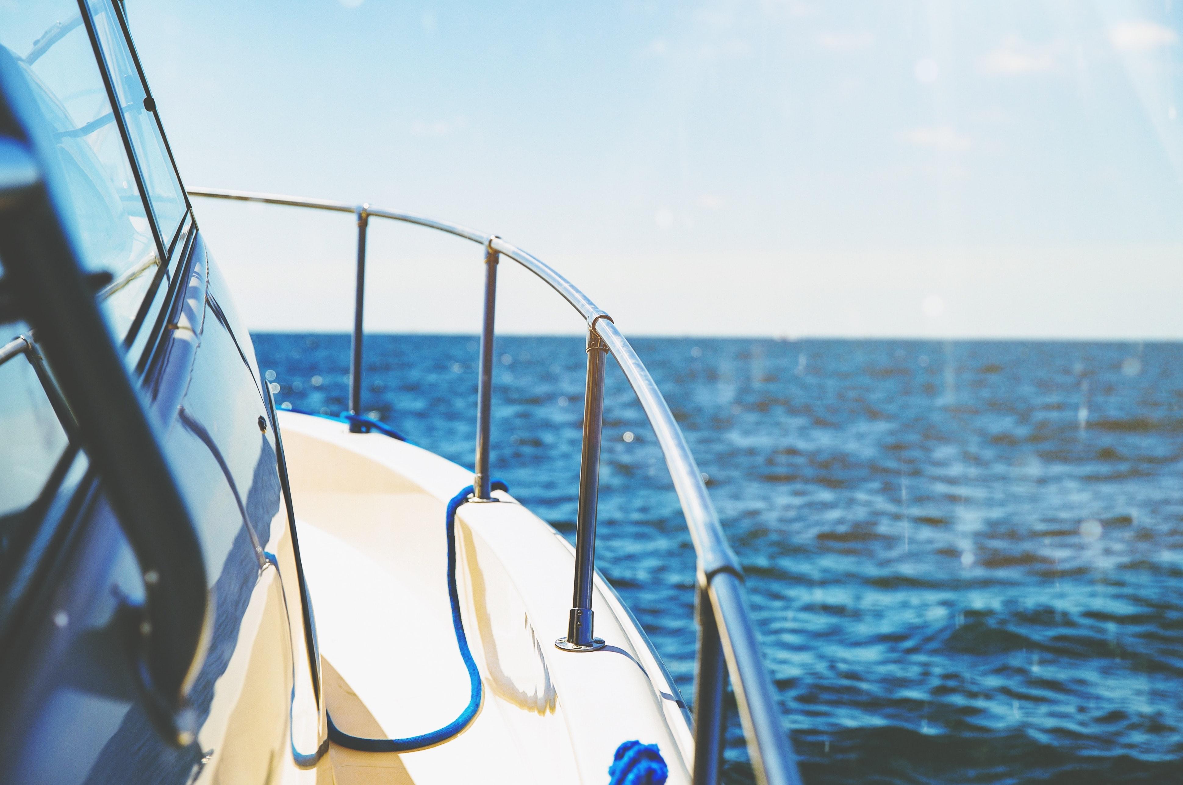 Skal jeg vælge en sejlbåd eller en motorbåd?